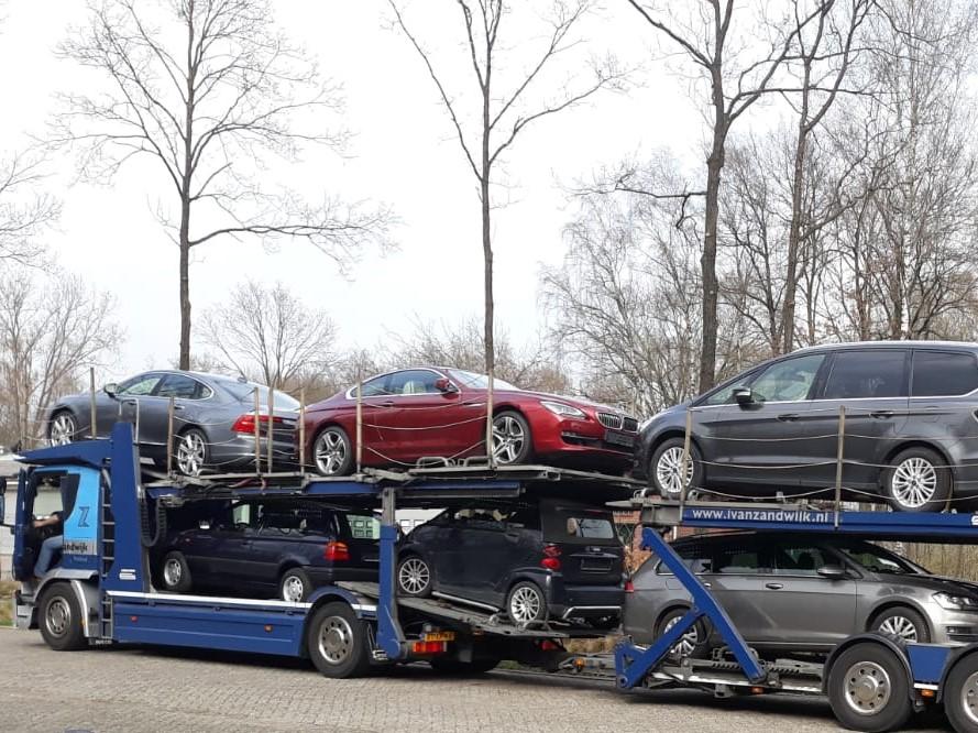 Een verse lading auto's uit Duitsland