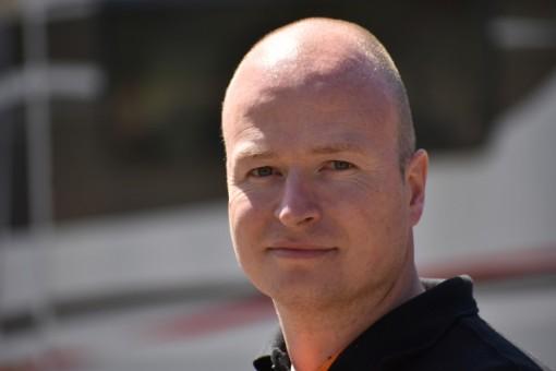 Nick Huiskes. De eigenaar van Auto Import Coach